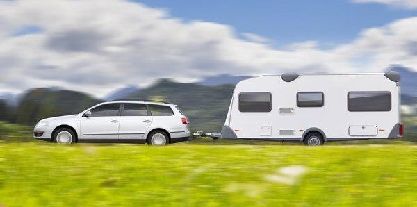 conduire une caravane ou tracter une remorque quelles pr cautions prendre. Black Bedroom Furniture Sets. Home Design Ideas