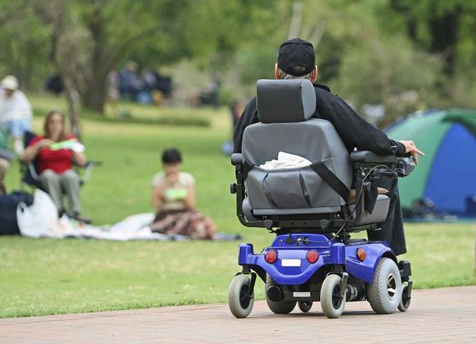 les fauteuils roulants lectriques consid r s comme des v hicules moteur. Black Bedroom Furniture Sets. Home Design Ideas