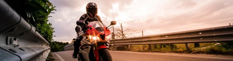 La circulation des motos et scooters sur l'autoroute