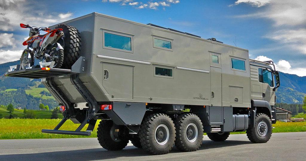 Un camping-car à l'allure de tank