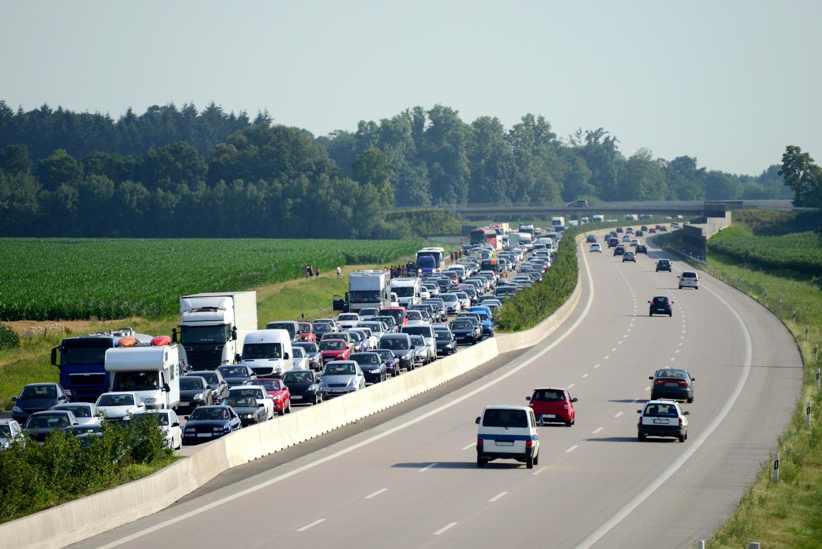 voitures sur la route